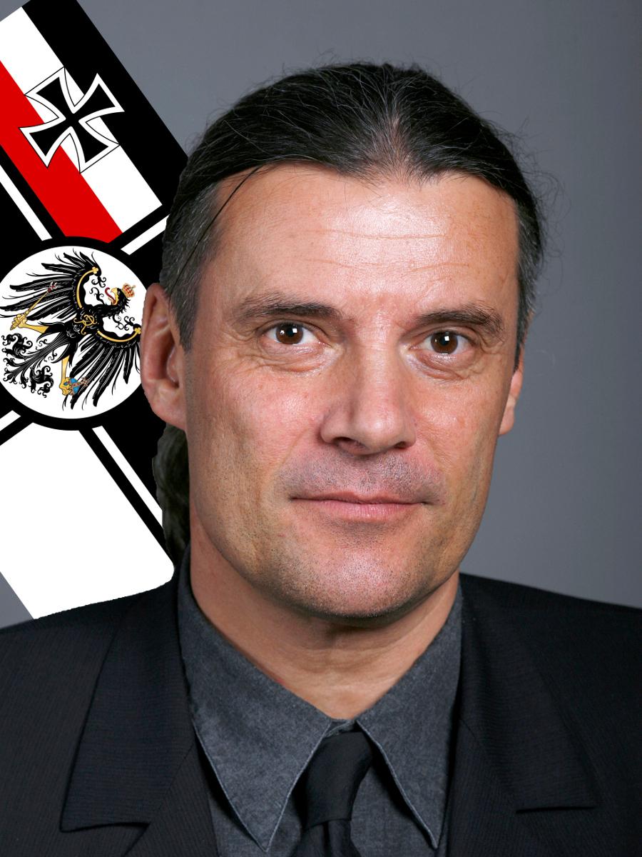 Oskar Freysinger und eine Reichskriegsflagge